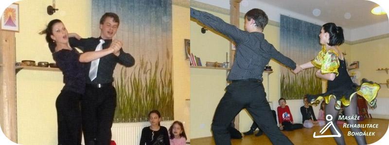 Tanečníci pro Kailas s logem
