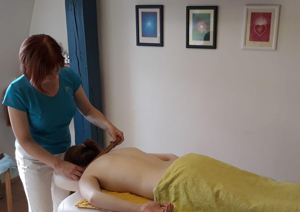 Bambusová masáž místnost s Leničkou