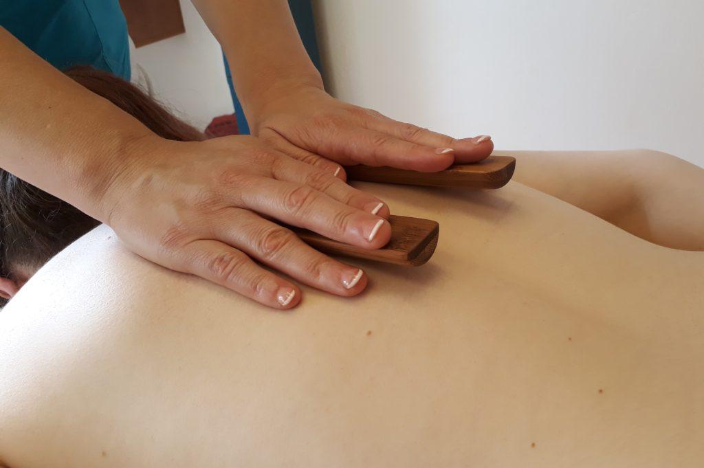 Bambusová masáž ruce