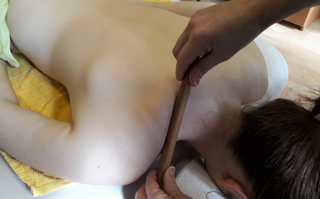 Bambusová masáž trapéz